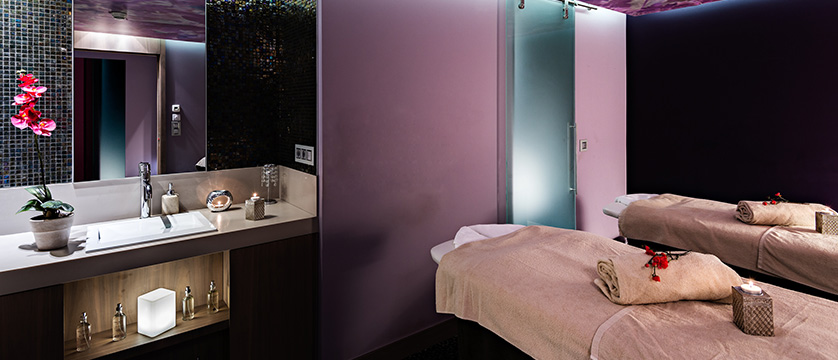 Hotel aigle des neiges massage room